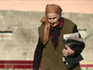 83-годишна пощальонка ходи всеки ден по 40 км, за да върши работата си