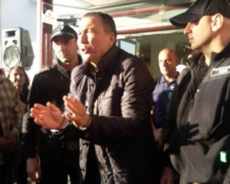 Отведоха кмета на Несебър отново в ареста! Той: Скоро ще се върнем