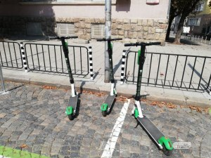 Нови мерки за електрическите тротинетки, ще се карат с каска и със скорост под 25 км/ч