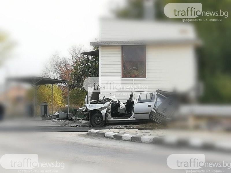 Трима са в болница след катастрофата между влак и кола край Асеновград