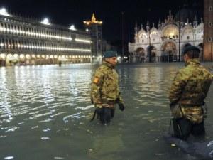 85% от Венеция е наводнена, водата е почти два метра