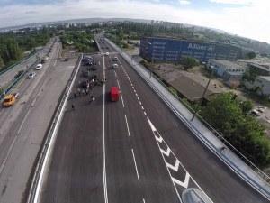 Автобус и кола се удариха на Аспаруховия мост във Варна! Четирима са пострадали