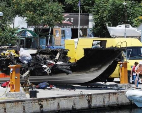 Ученици на 15 и 17 години запалиха лодката на 35-годишен мъж в Приморско