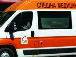 Тежка катастрофа край Ловеч! Мъж загина, пожарникари режат автомобила