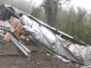 Три тежки катастрофи по пътя за Дунав мост 2, тир е паднал в пропаст