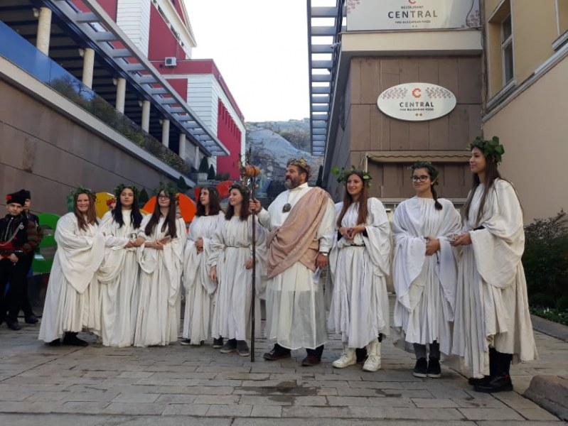 Бог Дионис поведе шествие по Главната улица на Пловдив