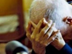 Пловдивско семейство държи болен дядо три дни под ключ без вода и храна