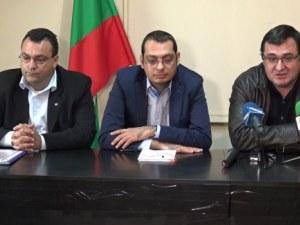 "Слави Георгиев и Костадин Гаров, стават независими общински съветници, напускат ""патриотите"""