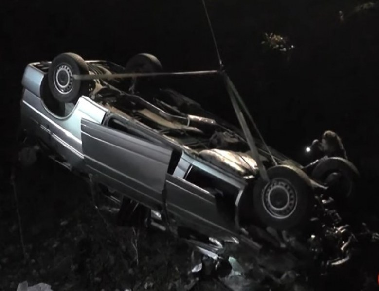 Една от сватбарите, катастрофирали край Котел, е с опасност за живота! Още 4-ма души са в болница