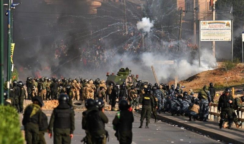 Петима загинали и десетки ранени при сблъсъци в Боливия