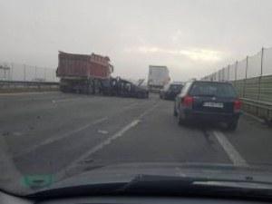 Жена е пострадала в тежкия сблъсък между камион и две коли в София