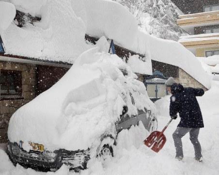 Снежно бедствие в Австрия: Свлачища, лавини и спирания на тока заради обилните валежи