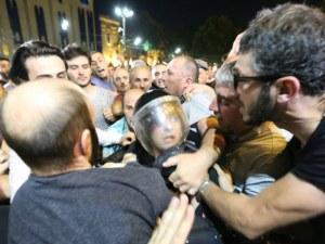Протестиращите са блокирали всички входове на парламента в Тбилиси