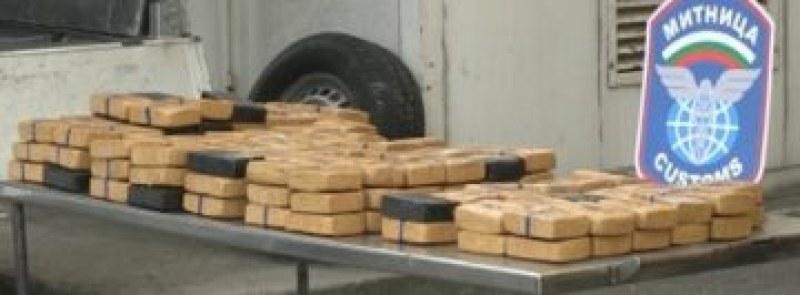 Митничар с 25 г. стаж хвана хероин за 3,6 милиона лева на Дунав мост
