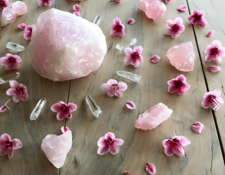 5 вълшебни кристала, които привличат любов и стабилност
