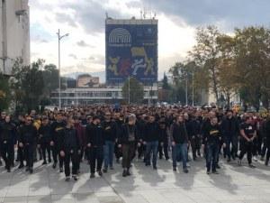 Феновете на Ботев продължават протестите с автошествие