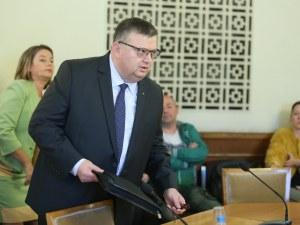 Цацаров поема комисията за антикорупция, убедили го трудно