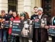 НЕ на фермите за ценна кожа в България казаха хора пред 7 посолства в европейски столици