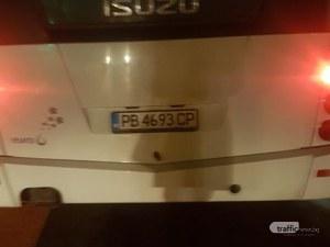 Скандал в пловдивски автобус: Кондуктор взе картите на ученик, отказа да му ги върне