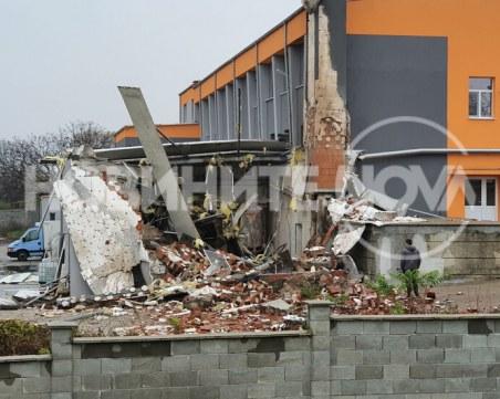 Котел гръмна в предприятие в Харманли, сградата е срутена