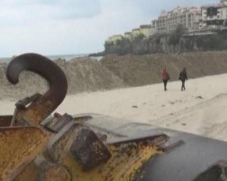 Пясъчна дига на плажа в Созопол втрещи местните