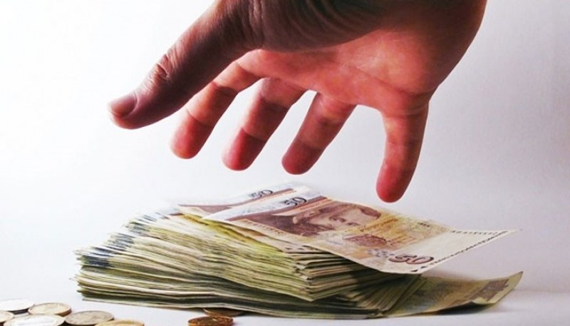 Непълнолетен пловдивчанин с 21 криминални прояви задигна пари, за да играе в казино