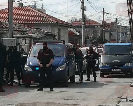 Криминалисти разбиха банда за кражби! 6 са арестувани при спецакция в Бургас