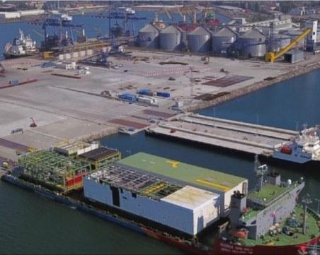 Затвориха пристанищата във Варна и Бургас