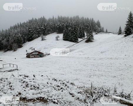 Сняг валя цяла нощ в Смолянско! Пътищата – мокри и хлъзгави