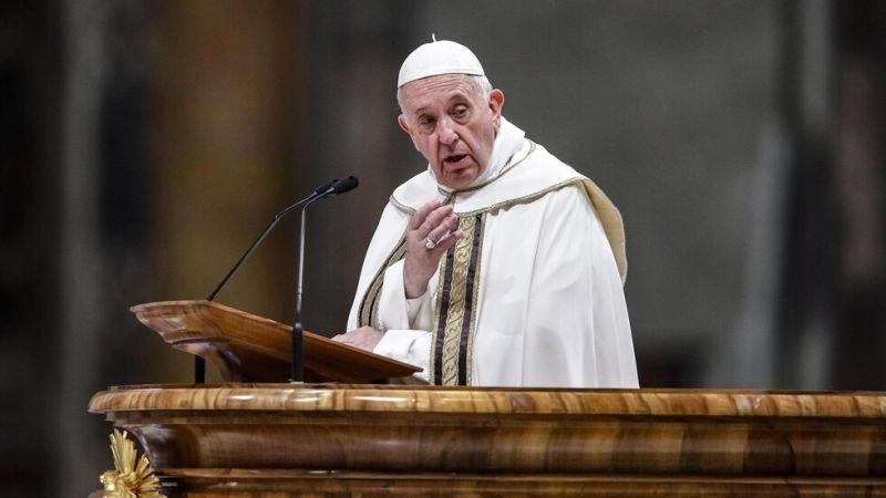 Близък на папа Франциск е обвинен в сексуален тормоз
