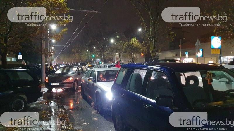 Феновете на Ботев блокираха булеварда пред Колежа