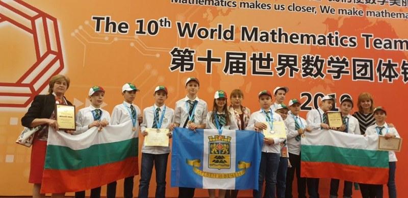 Малки пловдивчани прославиха България в Пекин, завоюваха злато на математическо състезание