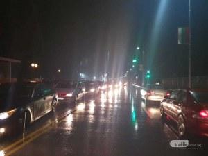 Огромна колона от автомобили тръгна към Колежа