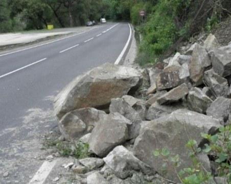 Повишена е опасността от падащи камъни в област Смолян