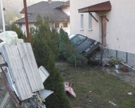 18-годишният шофьор, забил се пред къща в Смолян: Разсеях се от музиката в колата