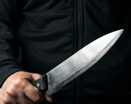 Психично болен тормози съседите си в Бургас, напада ги с нож