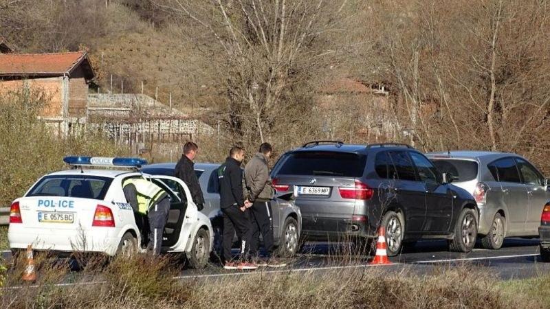 Верижна катастрофа блокира Е-79 край Благоевград