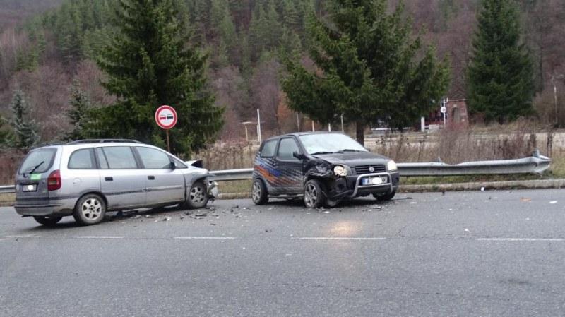 Два автомобила се удариха край Разлог