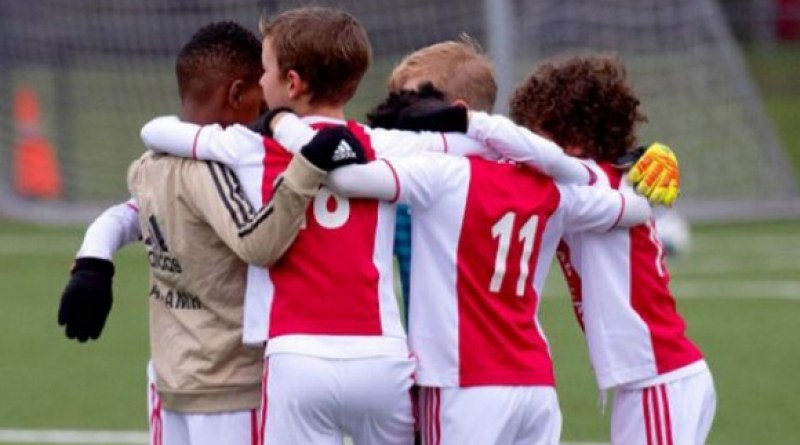 Невероятно! Детският отбор на Аякс вкара 50 гола в един мач!
