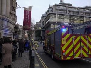 Пожар събуди гостите на хотел в Лондон, евакуират 160 души
