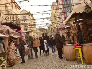 Занаятчии, богата украса и вкусни изкушения дебнат на коледния базар Капана