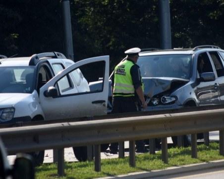 Два автомобила катастрофираха край Пазарджик, щетите са големи