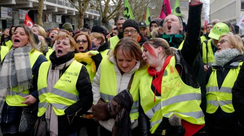 Генерална стачка блокира Франция! Анулираха полети, затвориха училища