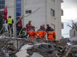 Български инженери оценяват сградите, пострадали от силния труса в Албания