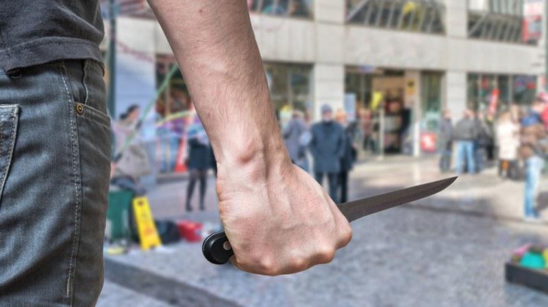 Мъж вади нож в столично заведение, заплашва сервитьорите