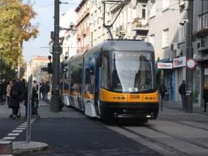 Бус се  блъсна в трамвай в София