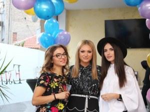 Луксът в косите празнува рожден ден в Дупница
