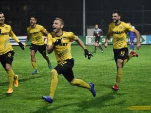 Шедьовър на Неделев вдъхнови Ботев за пета поредна победа