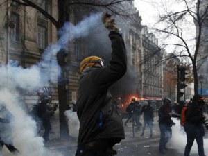 Стачки и протести блокират Франция