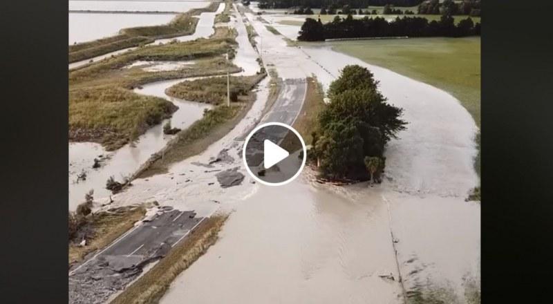 Стотици туристи са блокирани в Нова Зеландия след срутване